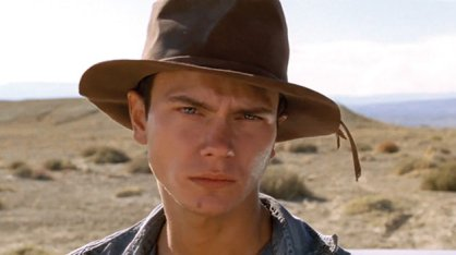 movietalk-riverphoenix-darkblood630-jpg_202136